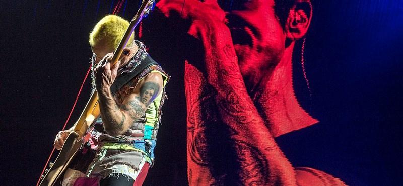 A fénylő tubusok éjszakája – ilyen volt a Red Hot Chili Peppers