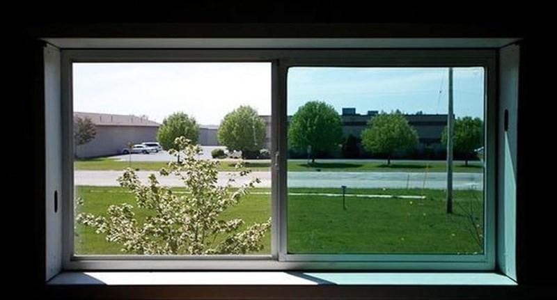 Ilyen ablakot kellene tenni minden lakásba, még a levegőt is tisztítja