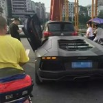 Ilyen véget ér egy Volkswagen kontra Lamborghini baleset