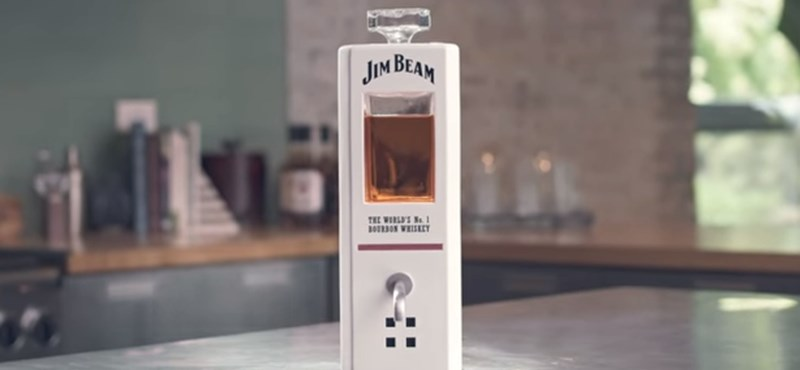 Itt van JIM, a whisky-csapoló, amellyel beszélgetni is lehet