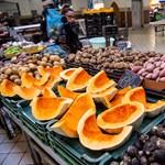 Agrárkamara: a rossz idő miatt szálltak el a gyümölcsárak