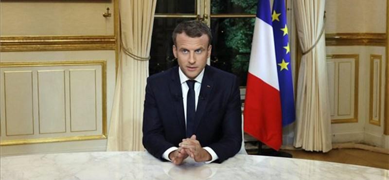Macron: ki kell toloncolni a bűncselekményt elkövető illegális migránsokat