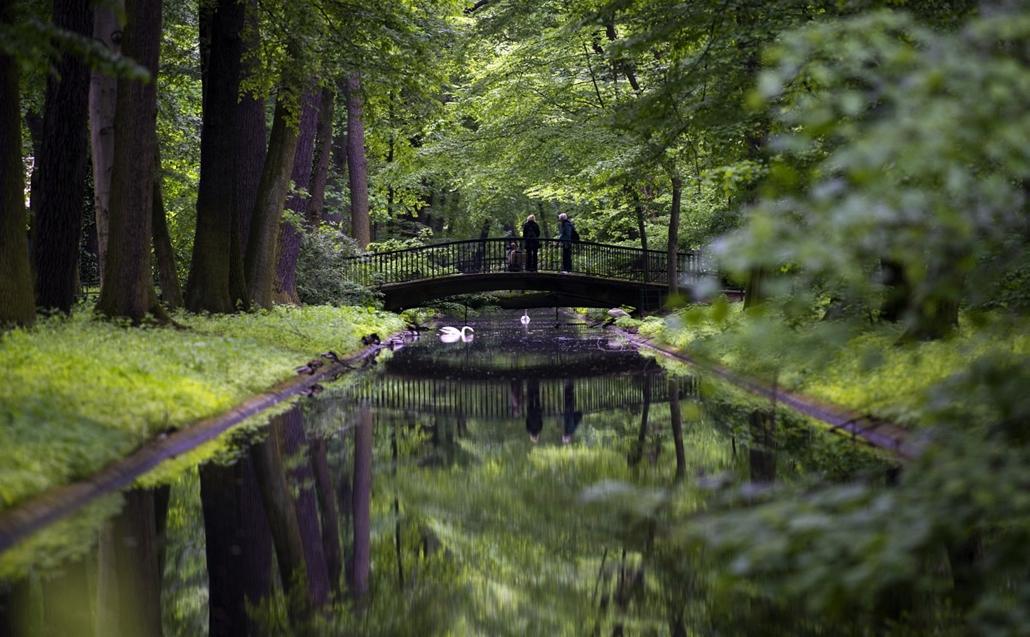 afp.14.05.13. - Berlin, Németország: látogatók a város egyik állatkertjében - 7képei