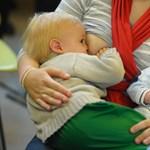 Minél hamarabb kerül mellre a baba, annál egészségesebb lesz