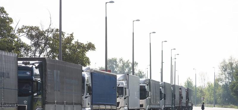 Brutális torlódások a határon Szerbia és Románia felé