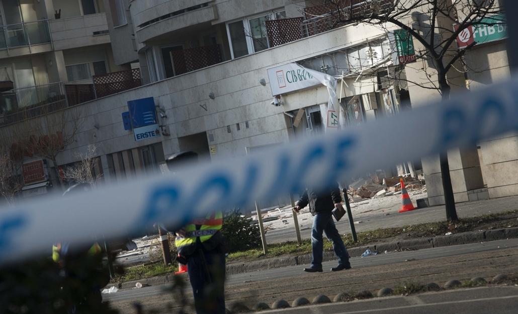 20140114003 - faz. 2014.01.13. Felrobbant (robbantott) CIB bank, Lehel u.