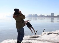 Egy éven át minden nap a tóba ugrott egy chicagói férfi, hogy enyhítse a járvány miatti stresszét