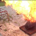 Ez történne egy repülőgépen, ha felrobbanna egy laptop – videó