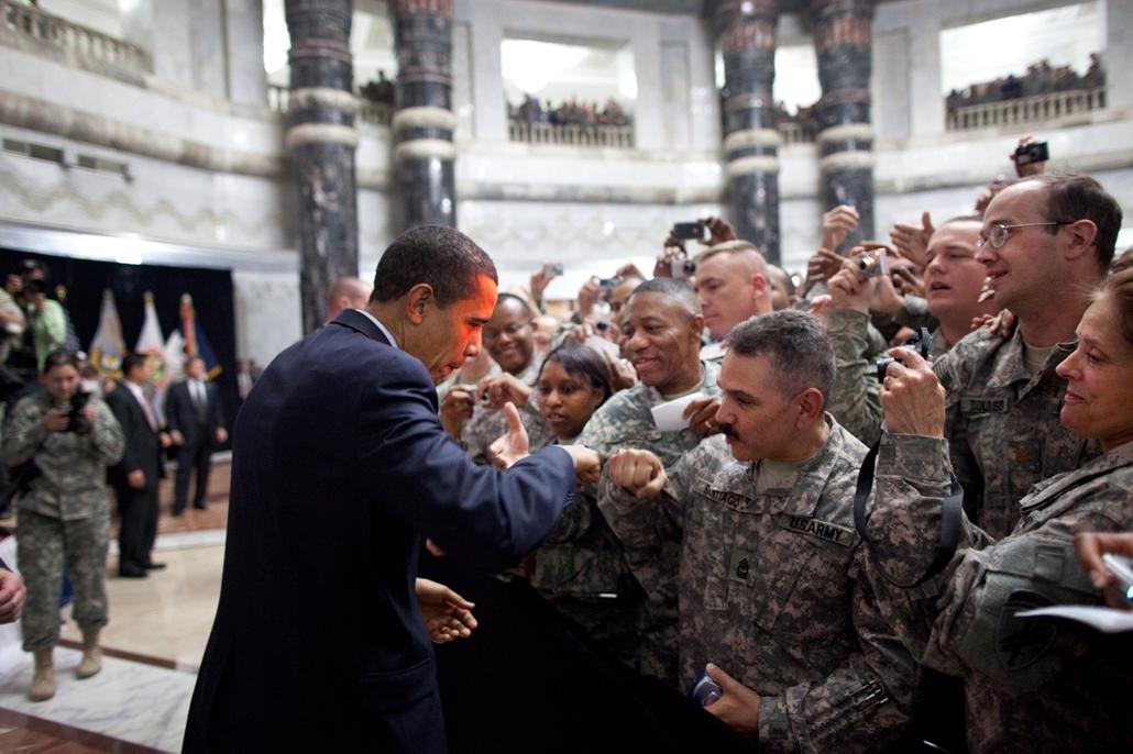 lehetőleg ne - flickrCC_! - 09.04.07. - Camp Victory, Irak: Barack Obama Irakból hazaérkező katonákkal 2009. április 7-én. - Barack Obama nagyítás