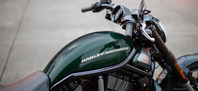 Ilyen Harley-val járja az uradalmat Mészáros Lőrinc