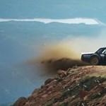Itt van Ken Block legújabb videója, rendesen meggyötri az 1400 lóerős Mustangot
