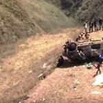 200 méteres szakadékba zuhant egy busz Peruban, tízen meghaltak