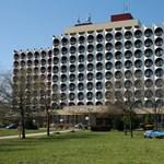 Bezár Siófok egyik ikonikus szállodája, minden berendezését kiárusítják