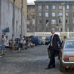Párbajfilmet forgat Miklauzic Bence egy parkolóban