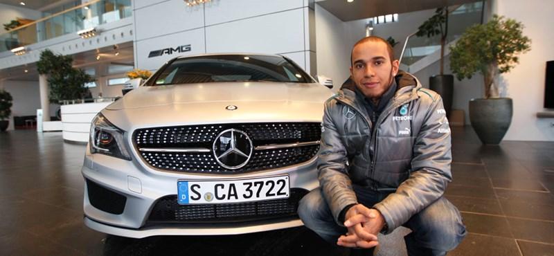 Így telt Hamilton első napja a Mercedes Petronasnál