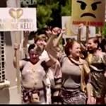 Balázsért tüntető nőkkel alázná tovább a Tv2-t az RTL Klub
