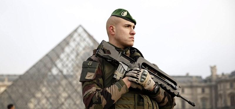 Lövöldözés volt a párizsi Louvre közelében - terrortámadásnak minősítették az esetet