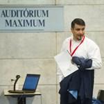 Mesterházy Attila állandó parlamenti belépőt adott a Rogán-családdal üzletelő milliárdosnak