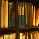 Kortárs szerzők könyvein keresztül te is adományozhatsz a rászoruló gyerekeknek