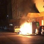 Valaki felgyújtotta a hulladékgyűjtő konténereket Dunaújvárosban