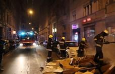 Gyújtogató járt a budapesti belvárosban, videón, ahogy elkapják a rendőrök