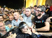 Több elítélt tüntetőt felmentettek Grúziában