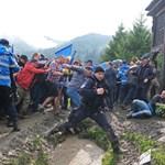 Kitüntették az úzvölgyi temetőfoglaló román nacionalistákat