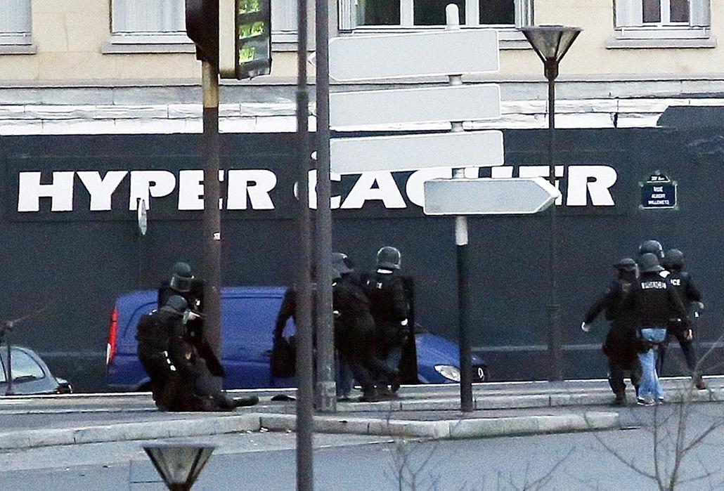 afp. túszmentés -  Saint-Mandé,. lövöldözés Párizsban, Párizsi vérengzés, Charlie Hebdo, túszejtés, túszdráma, Dammartin-en-Goele, 2014.01.09.