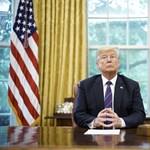 Pendrive-on vitt vírust Trump számítógépéhez egy kínai nő