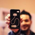 Akarjuk: iPhone tok, amelyben elfér a töltőkábel is
