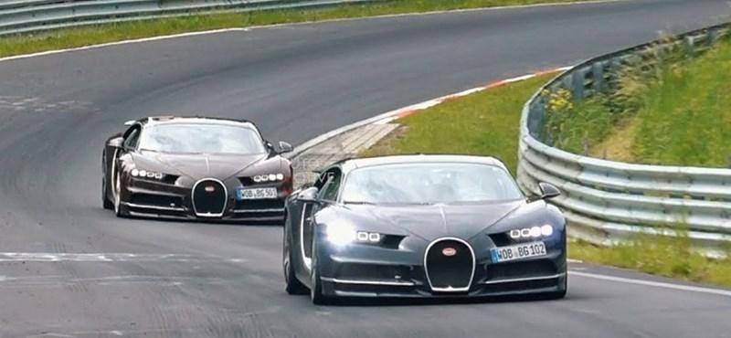 Még a Nürburgringen is ritkaság, hogy egyszerre két Bugatti Chiron tűnik fel