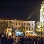 Önkéntes büdösbogarak: Újabb kormányellenes tüntetés Pécsett