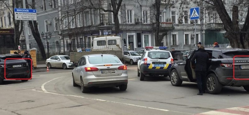 Itt valami nagyon nem stimmel: két ugyanolyan rendszámú autó találkozott a forgalomban