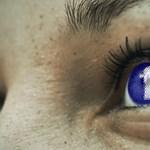 Bement egy boltba, és csodálkozik, hogy a Facebookon épp olyan hirdetés jön szembe? Nos, nem véletlenül