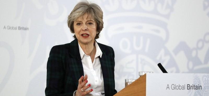 London előállt a Brexit-tervvel: Teljes szakítás jön, a most ott élő külföldiek maradhatnak, de...