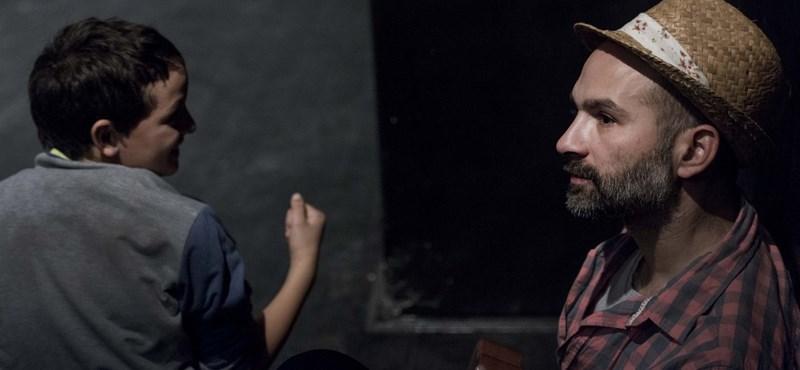 Színész Bobbal indulnak neki a romák a balkáni útnak