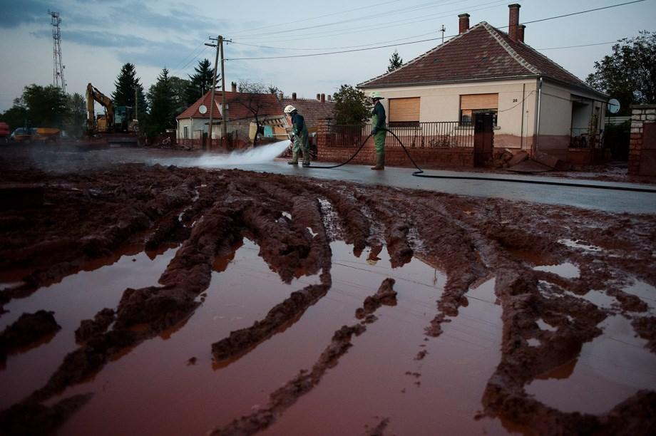 Iszaptól halott a Marcal, vöröslő otthonok Devecseren – Nagyítás-fotógaléria