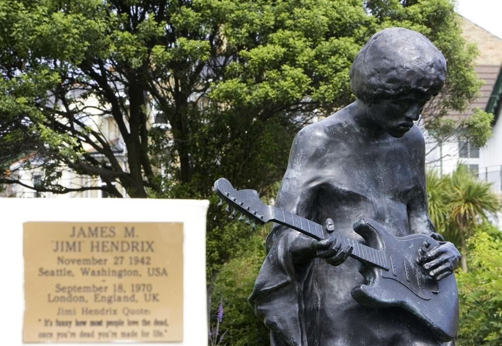 a zene világnapja nagyítás - Jimi Hendrix emlékműve Angliában