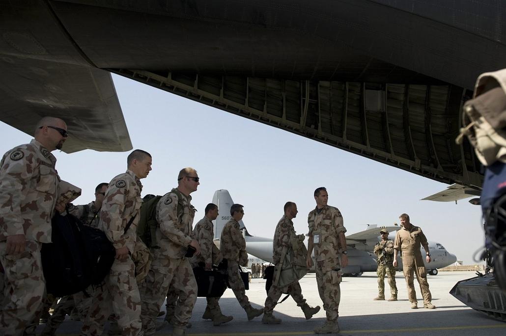 Hazaérkezett Afganisztánból a PRT