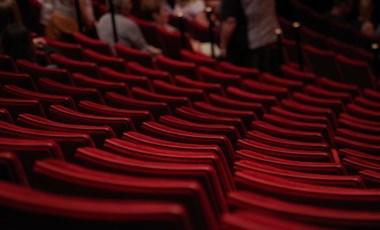 Féláron juthattok el színházba bármikor, szuper oldalt ajánlunk