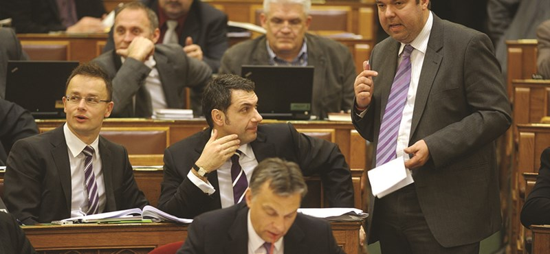 Cégstop jön a minisztereknek és államtitkároknak?