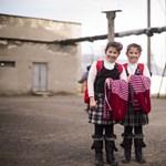 Igyon a csodaforrásból, és szüljön ikreket! – Nagyítás-fotógaléria az ikrek falujáról