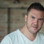 Kasza Tibi magyar közösségi oldalon dolgozik, amitől olcsóbb lesz a kenyér