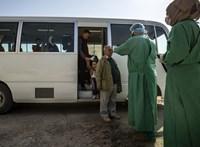 Romániában is fertőzött a Wizz Air-gép utasa, Dániában egy tévés betegedett meg - hírek a járványról percről percre