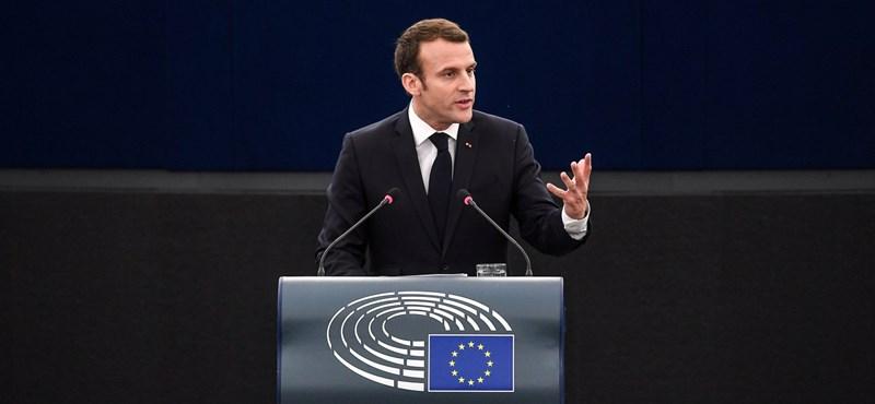 Macron: Végzetes hiba lenne Aszadot hatalmon hagyni