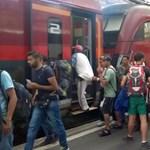 Továbbengedték Ausztriába a Keletiből induló menekültekkel teli vonatokat