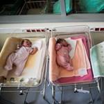 Nem tudta kitalálni a kormány, hogyan kérhetnek a külföldön élők anyasági támogatást