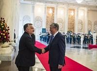 Birodalmi pompa fogadta Orbánt Kazahsztánban