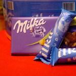 Két kézzel, szinte ingyen szórja a NAV a Milka csokit