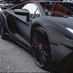 Fiatal orosz milliárdos nő és van egy 2 millió darab Swarowskival kirakott Lamborghinije